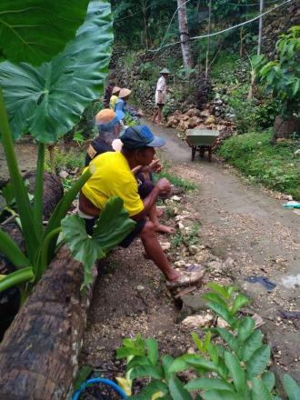 Kerja bakti warga Dusun Sorotopo Pedukuhan Biro